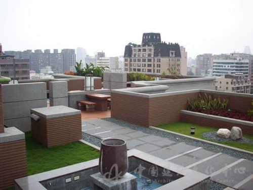 """最早的屋顶花园应该说是古巴比伦时代有""""空中花园""""美称的巴比伦塔."""